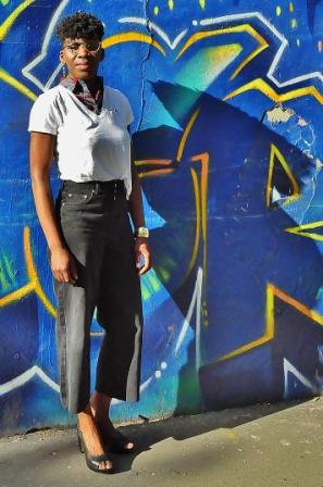 tenue streetwear avec col plastron kipé
