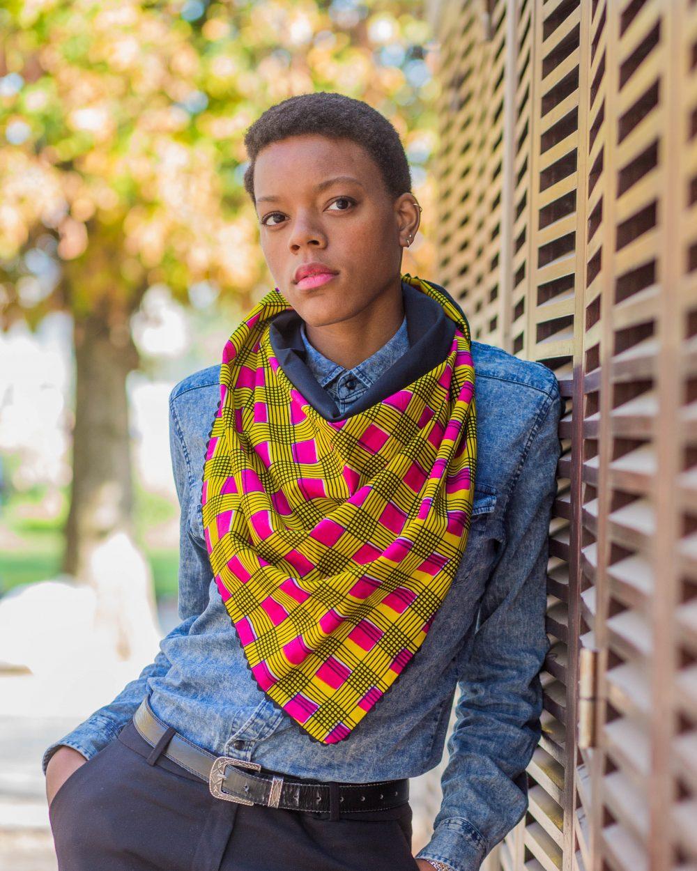 Shooting Le Noeud Kipé - Accessoires Wax Tissu africain - Chèche rose jaune