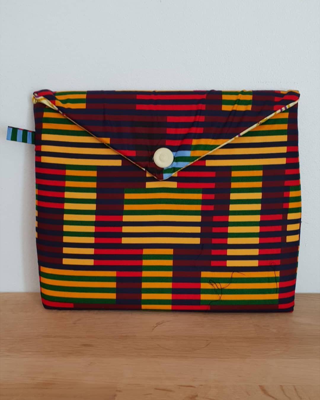 Shooting Le Noeud Kipé - Accessoires Wax Tissu africain - Pochette Ashanti